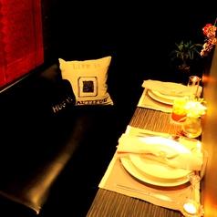 ★新宿でカップルシートならミエーレのカップルシートが人気♪★カップルシートはソファーなので、2人の距離が縮まるドキドキの時間♪それ以外でも★ミエーレのカップルシートでは、デートだけでなく、女子会やママ会の夜カフェ、ディナー、ランチや誕生日、記念日と様々なシーンでご利用下さい。新宿のカップルシート◎