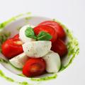 料理メニュー写真水牛モッツァレラとガーネットトマトのカプレーゼ