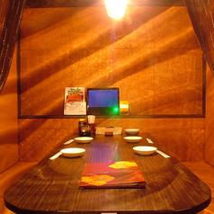半個室はお客様が快適に過ごせるよう、すべて基本収容数より広めにとってあります。2~8名様まで用の様々なタイプの半個室を用意しております。ご予約がお勧めです!個室でベビフェを堪能しよう♪