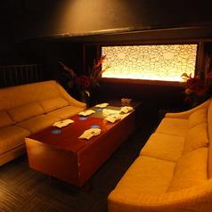 ゆっくりくつろげる対面ソファーのお部屋が多数。宴会、女子会、コンパなどのシーンで。【梅田 茶屋町 ソファー 宴会 合コン コンパ 女子会 誕生日 記念日 パーティー 梅酒 歓送迎会】席コード:F1※お席のご指定は出来ません。