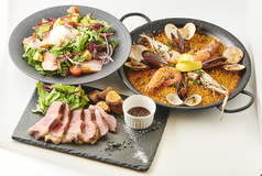 パエリア、サラダ、イベリコ豚のステーキ付きスペシャルセット【セットメニュー】