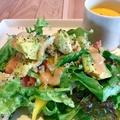 料理メニュー写真ビーフとサラダのオープンサンド