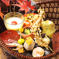 女性に人気の秘密は…季節の草花も意識している所。写真は秋の一皿の例。