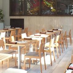 ■2名様掛け テーブル席■ ご利用人数に合わせてお席の結合も可能です。幅広いシーンに活躍致します。