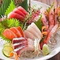 和食の中でも日本酒と相性のいい鮮魚。魚の香りが日本酒と混ざり合い、鼻から芳醇な香りが抜けてゆきます。刺身の脂もキリッとした日本酒のキレでさっぱりとお召し上がりください。京町しずくのすべてのご宴会コースにはお造りをお付けしております。ぜひ飲み放題でお好きな飲み合わせを見つけてみてください。