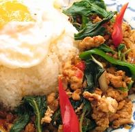 タイ人シェフによる本格タイ料理を堪能♪