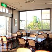 2名掛けのお席が54席ございますので、人数様に合わせてテーブルのアレンジが可能です。一度に最大60名様迄ご利用頂けます。
