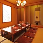 宴会にプライベートに使える掘りごたつ席落ち着いた雰囲気の個室は完全個室や半個室など多数ご用意しております。周りを気にすることなくお食事をお楽しみいただけるので、デートや女子会、お子様連れでのお食事などにおすすめです。秋田の居酒屋で落ち着いたお店なら「比内や」へ♪