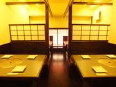 2階テーブル席はBOX席が6つ。