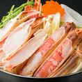 【生ずわい蟹のしゃぶしゃぶ 一人前:1490円】当店一番人気のお鍋のずわい蟹のしゃぶしゃぶです。ぷりっぷりの食感がたまらない!刺身でもお召し上がりいただける甘とろの生ずわい蟹を、贅沢にしゃぶしゃぶしてお召し上がりください!