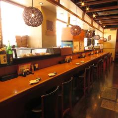 天気の良い時は桜島が見えるカウンター席。店主との会話も楽しめるので、お1人様でもお気軽にどうぞ♪