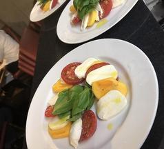柿とフルーツトマトと水牛モッツアレラチーズのカプレーゼ