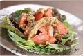 料理メニュー写真トマトとアンチョビのサラダ マンチェゴチーズ添え