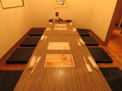 個室は仕切りをはずすと8名様まで座れます。