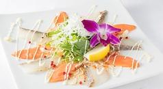 料理メニュー写真真鯛とサーモンのカルパッチョ