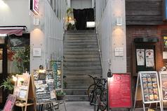 入口はコチラ★2Fを上がって右手側のお店♪