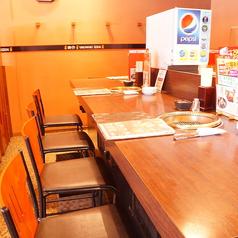 2名様~の少人数のでも並びでお気軽に焼肉を御楽しみいただけるカウンター式のお席も。カップルに◎