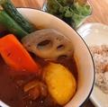 料理メニュー写真ゴロっと野菜と鶏肉のスープカレー