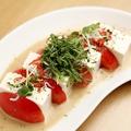 料理メニュー写真お豆腐とトマトのカプレーゼ