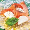 料理メニュー写真トマトとサーモンのカプレーゼ