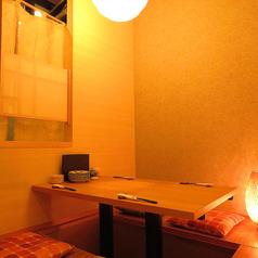 【掘り炬燵個室】寛げる和個室。時間を忘れておいしい料理とお酒を愉しめます。大事な接待にもにぴったりのお部屋です。