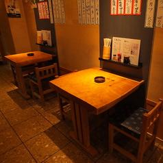 テーブル席は2名様掛けテーブルを2卓ご用意しております。