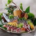 市場直送の鮮魚を活きたままお造り致します。季節の鮮魚をお楽しみ下さい。
