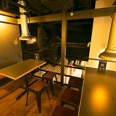 2Fのロフト空間はダクト付の焼肉エリアとなっております。12~14名様のご利用で個室貸切いたします!皆様だけの空間でワイワイと焼肉宴会をお楽しみください★肉バルメニューのご利用もOKです!