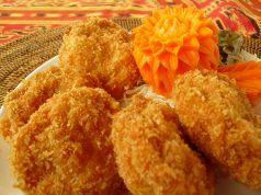 料理メニュー写真トート・マン・クン(エビのすり身さつま揚げ)(タイ)