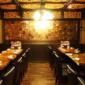 オシャレな雰囲気のテーブル席★各種ご宴会にご利用ください♪