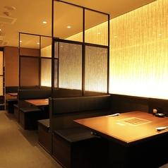 テーブル席は2~4名様席。5卓有