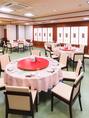 華やかな雰囲気の広々空間♪驚きと発見のある本格中華料理と、ラインナップ豊富なドリンクは、宴会を盛り上げること間違いなし◎少人数の宴会にご利用いただけるお席も人気です。