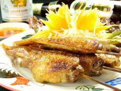 料理メニュー写真ガイヤーン(鶏手羽の串焼)(タイ)