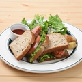 料理メニュー写真BLTサンドイッチ