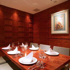 お祝いや接待に喜ばれる個室は最大12名様まで収容可能。