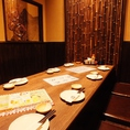 完全個室です。最大8名様まで、収容可能です。掘りコタツの完全個室です。テーブルが円卓になっています。一番人気のお部屋です。[名駅 居酒屋 接待 刺身 魚 海鮮 寿司 ]