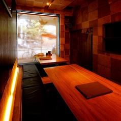 足を伸ばして広々お食事が楽しめる個室「デベッソ」は8名様~10名様までご利用OK!!