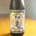 【静岡地酒「初亀」】現存する造り酒屋の中では静岡県で最古、全国でも31番目に古い歴史ある酒蔵です。『初亀』は「初日のように光り輝き、亀のように末永く栄える」事を願い命名されたとのこと。深みのある吟醸香と味わい・キレ味の良さには数多くのファンが続出!