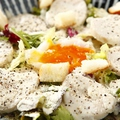 料理メニュー写真蒸鶏シーザーサラダ