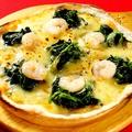 料理メニュー写真エビとホウレン草の塩ピザ