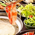 脂身が少ないヘルシーなしゃぶしゃぶ食べ放題が2時間3,980円!鍋でなら野菜も無理なくたくさん食べられ、豚肉はビタミンやミネラルなど必要な栄養が豊富。鶏唐揚げやフライドポテトなど、サイドメニューも充実♪