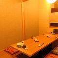 【掘り炬燵個室】小・中規模宴会に最適な個室です。柔らかな光が照らし出す空間で会社の宴会やお祝いの席をごゆっくりお愉しみください。