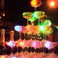 LEDがキラキラ輝くシャンパンタワーあり