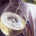 全20種の品揃えのワインリストを御用意。大切な方との記念日や誕生日、最初の乾杯にはぜひシャンパンやスパークリングワインなんていかがでしょうか?シャンパン、スパークリングワインご用意しておりますので、お気軽にお尋ね下さい!! 大切な方との大切な時間にぜひご活用ください。