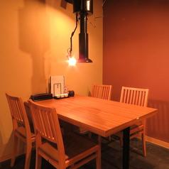 テーブル席は4名様テーブルが3つ。つなげる事ももちろん可能!