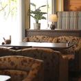 開放的な心地良い空間をお楽しみいただけるテラス席をご用意しております。天気が良い日にテラス席で読書をしながら当店自慢のコーヒーやカフェはいかがですか?ゆったりとした時間をお過ごしください。