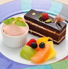 デザートとフルーツの盛り合わせ