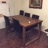木彫のテーブル席です!