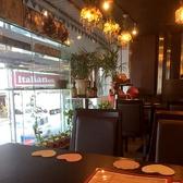 【2~6名様】大きな窓のそばのテーブル席は視界も広く開放的。ごゆっくりとお食事をお楽しみください。