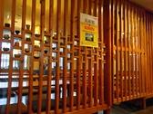 焼き物のコレクションの裏には座敷席が広がる。